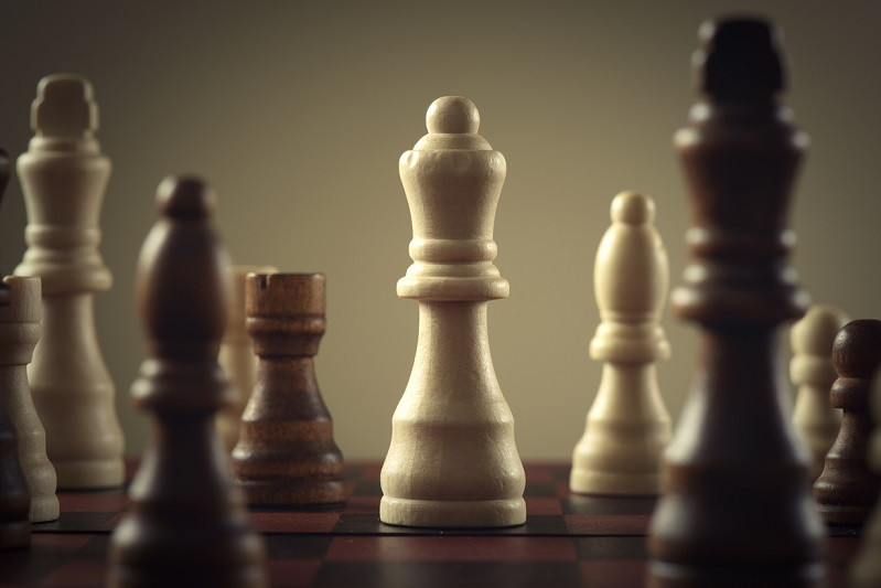 Leadership Development Dilemma_Wooden chess figures, business concept strategy