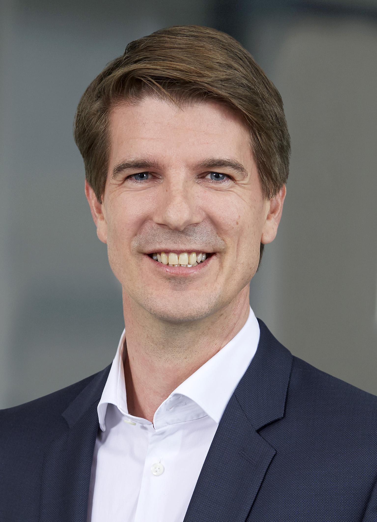 Dr Karsten Hoyer