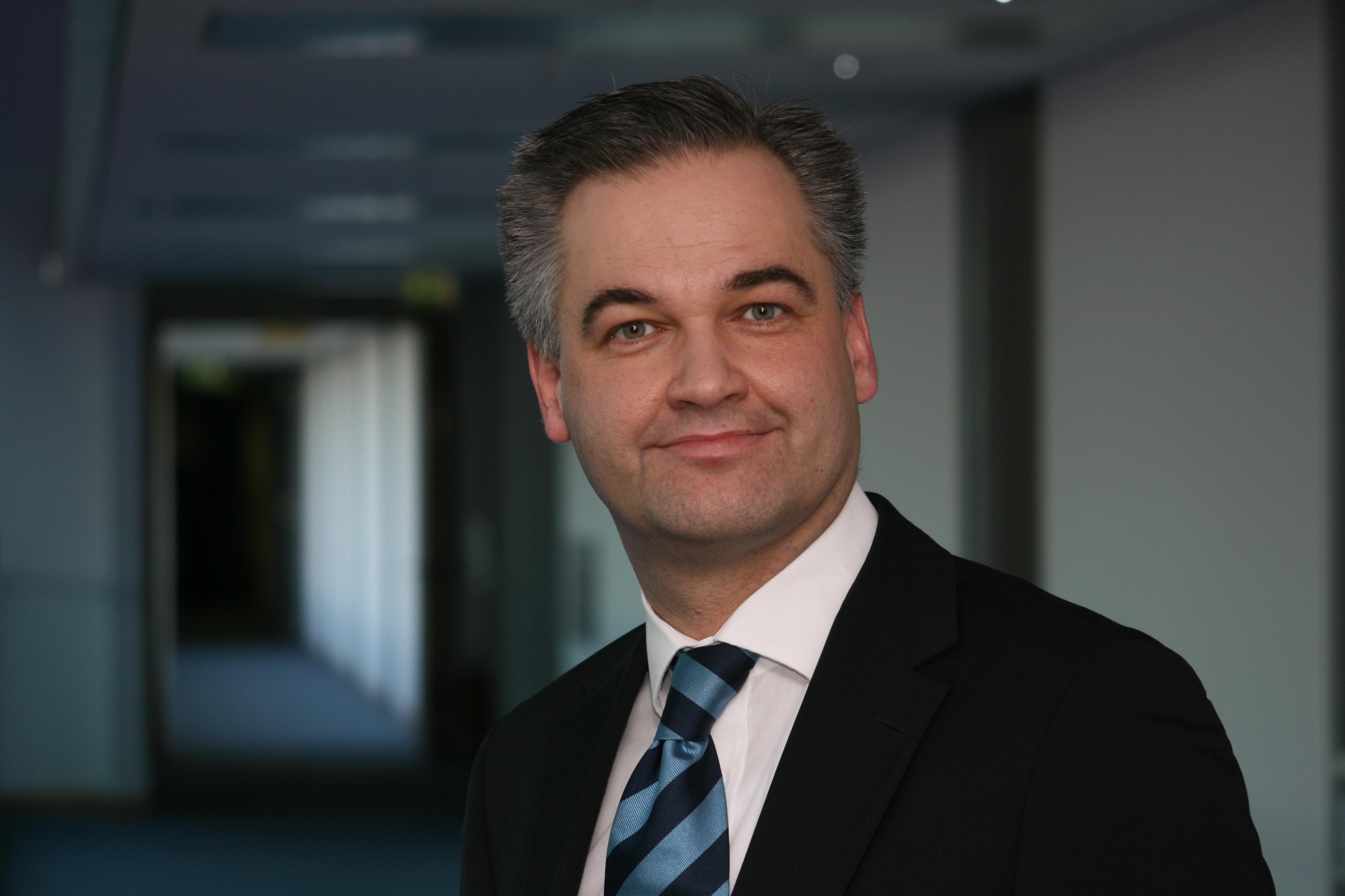 Dr.  Thomas  Rodewis