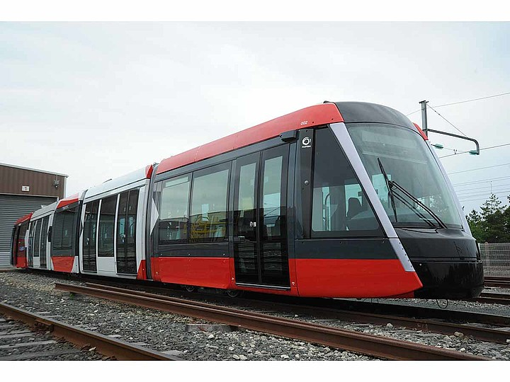 First Citadis X05 tram rolled out