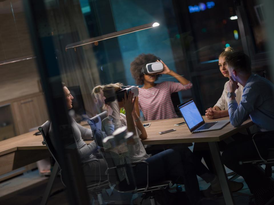 Employees training in vr