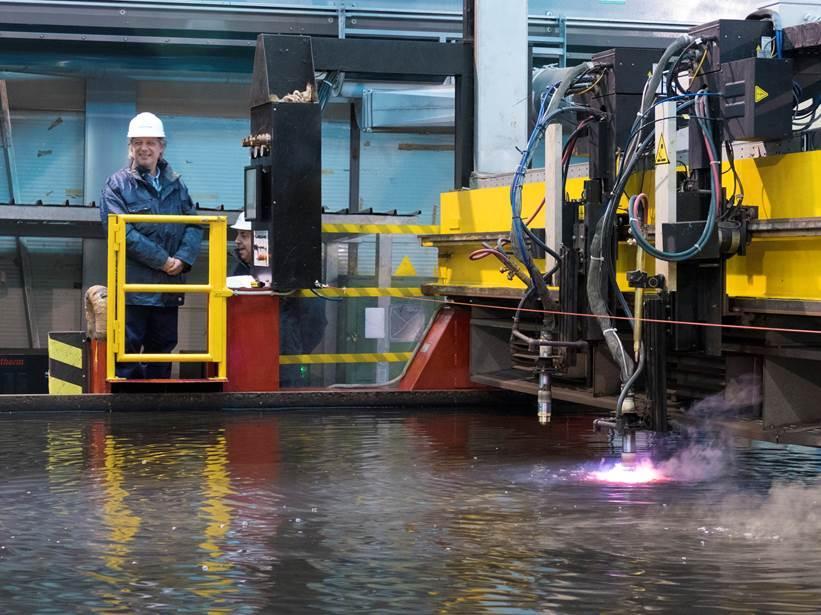 fincantieri-muggiano-first steel-cutting