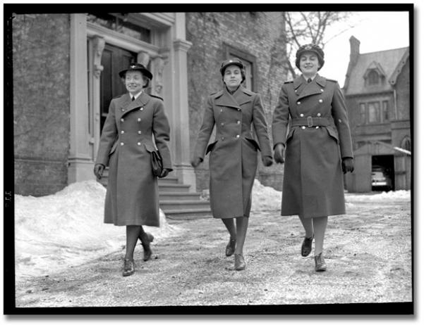 Women in military uniform, [ca. 1945]